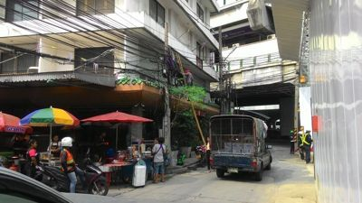 Power cords and street food