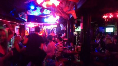 Country Road bar Soi Cowboy - Party s glazbom uživo