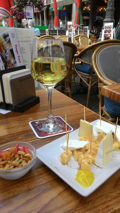 Brasserie Casa Manuel - Wine and cheese plate