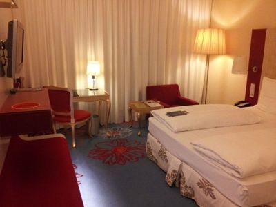 Radisson Blu Hotel, Frankfurt - Room with double bed