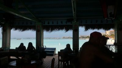 Bugaloe Beach Bar and Grill - Drink at the bar with Carribean sea view
